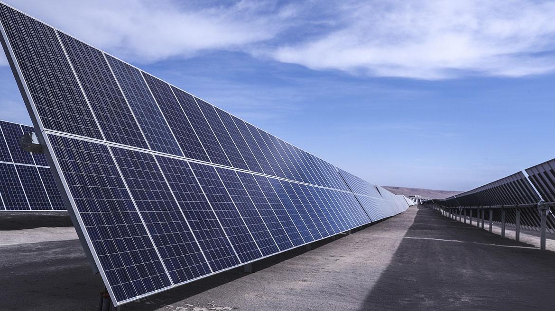 Komatsu Chile forma alianza con Atamostec para desarrollar proyectos solares