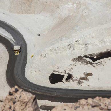 MEF: Mineras deben también «preocuparse por la inversión productiva» en sus zonas de influencia