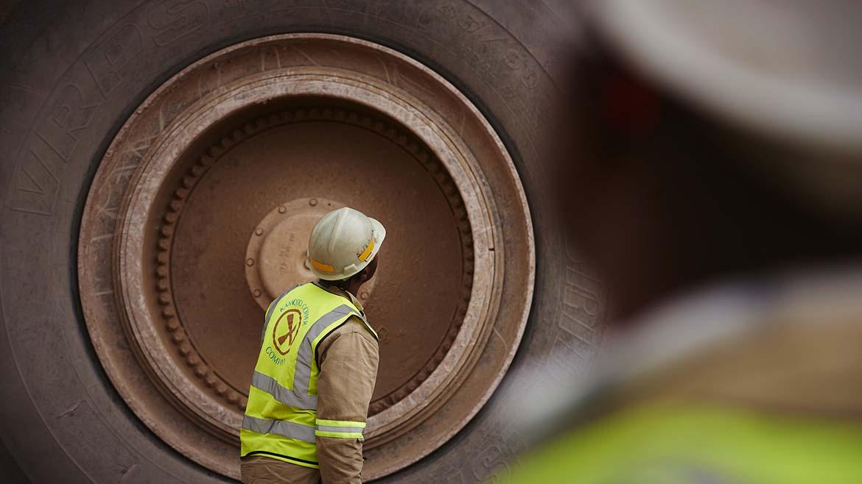 Ganancias de gigante mundial Glencore decaen 32% a mitad de año, hasta los US$5,600 millones