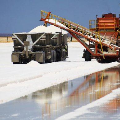 Salar boliviano de Uyuni podría contener el 70% de las reservas mundiales de litio