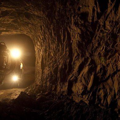 Red Eagle Mining Corp., asfixiada por millonarias deudas, anuncia reestructuración
