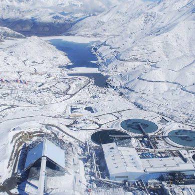 Antofagasta Minerals suspende por 120 días contratos con firmas contratistas