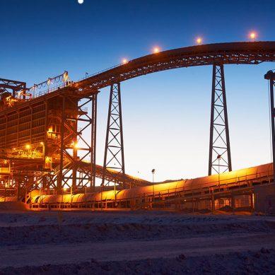 Trabajadores de mina de cobre Spence, de BHP, inician paro por despidos