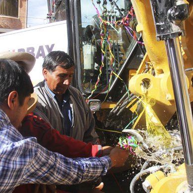 Hudbay Perú entregó maquinaria pesada Caterpillar a Velille