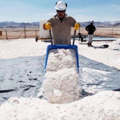Chile se propone triplicar la producción de litio en un plazo de cuatro años