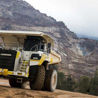 Electromovilidad: Liebher transformará la minería con excavadora R 9200 E y camión T 236