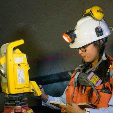 «Las ingenieras de minas dejan de hacer carrera, por eso es muy difícil encontrarlas»