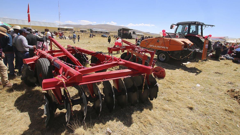 Minera Antapaccay dona maquinaria agrícola valorizada en S/1.2 millones para comunidad en Espinar