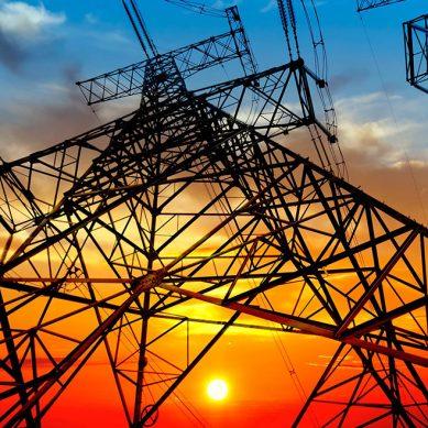 Covid-19 retrasa tendido de línea eléctrica de Barrick que unirá Chile con Argentina