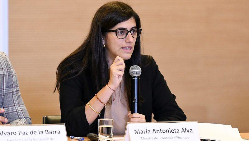 Ministra Alva estima que economía peruana se contrajo 40% en abril