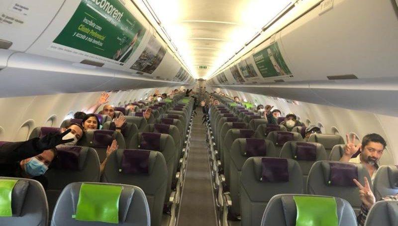 Distanciados y en vuelos chárter: así traslada la minera BHP a Escondida y Spence a sus empleados