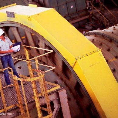 Newmont conjetura que la onza de oro podría superar los US$2,000