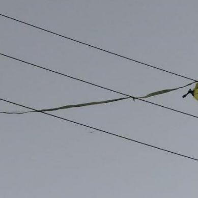 Enel: Es muy peligroso volar cometas cerca a redes eléctricas, están poniendo en riesgo sus vidas