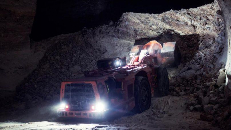 RCT crea sistema para evitar que equipos pesados se atasquen en puertas de minas subterráneas