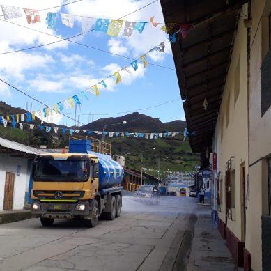 Gold Fields desinfecta Hualgayoc con 19.000 litros de agua y amonio cuaternario