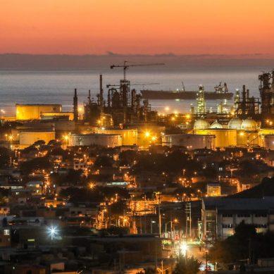 Postergación de regalías y otros: petroleras negocian plan de urgencia con el Ejecutivo