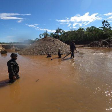 Madre de Dios: Marina de Guerra destruye 218 dragas utilizadas por minería ilegal