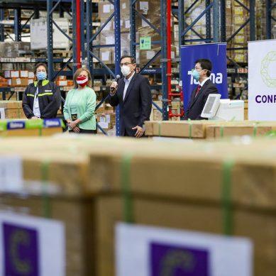 Confiep entrega 90 ventiladores mecánicos al presidente Vizcarra